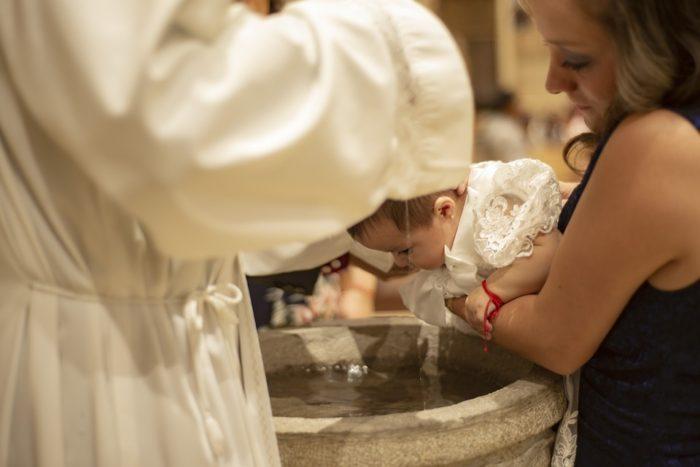 Requisitos para bautizar a un niño en México