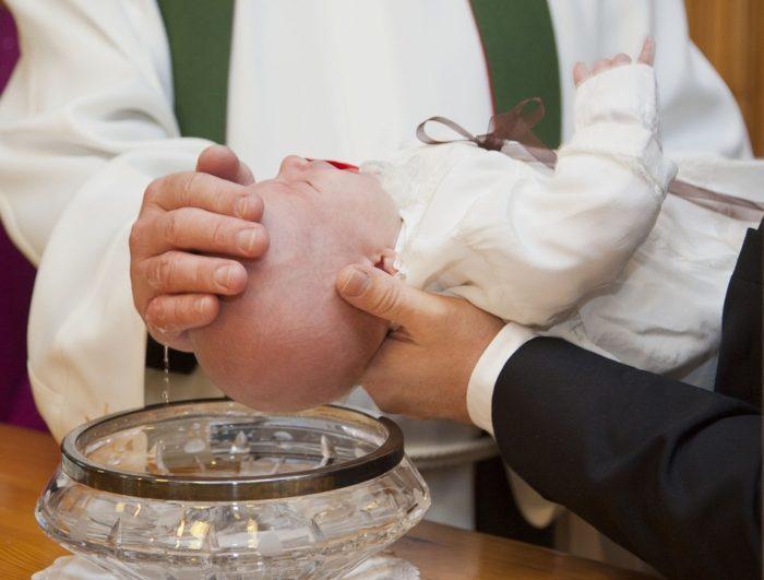 a qué edad puede ser bautizado un niño